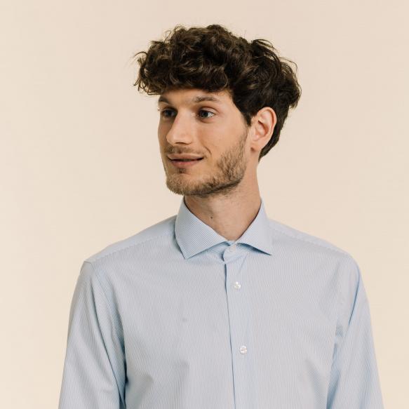 Chemise cintrée en popeline à rayures bleues