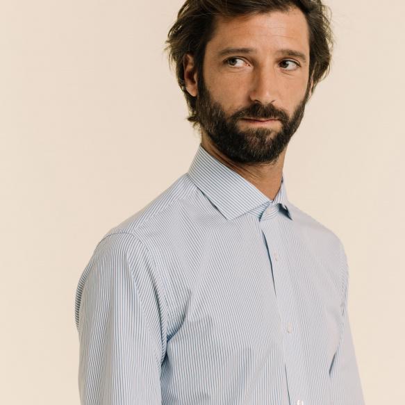 Chemise cintrée en popeline à fines rayures bleues