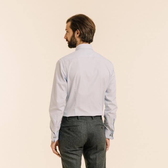 Chemise cintrée en fil-à-fil bleue à poignets mousquetaires