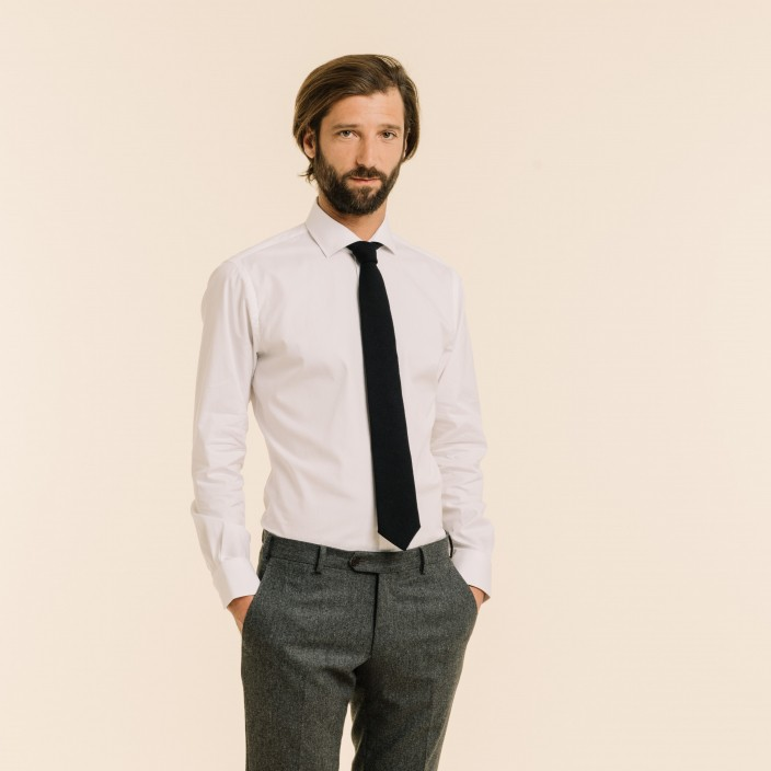 Cravate bleu foncé